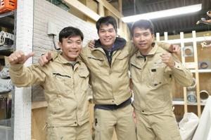ベトナム人も仲良く一緒に働いています^^彼らの技術はピカイチです!